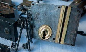 האם כלים למנעולן הם חוקיים?